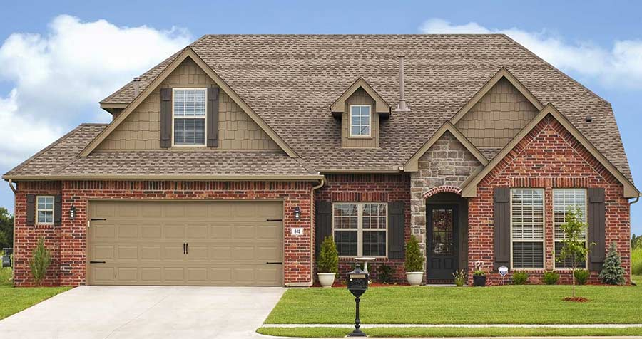 Front of home with Owens Corning shingles